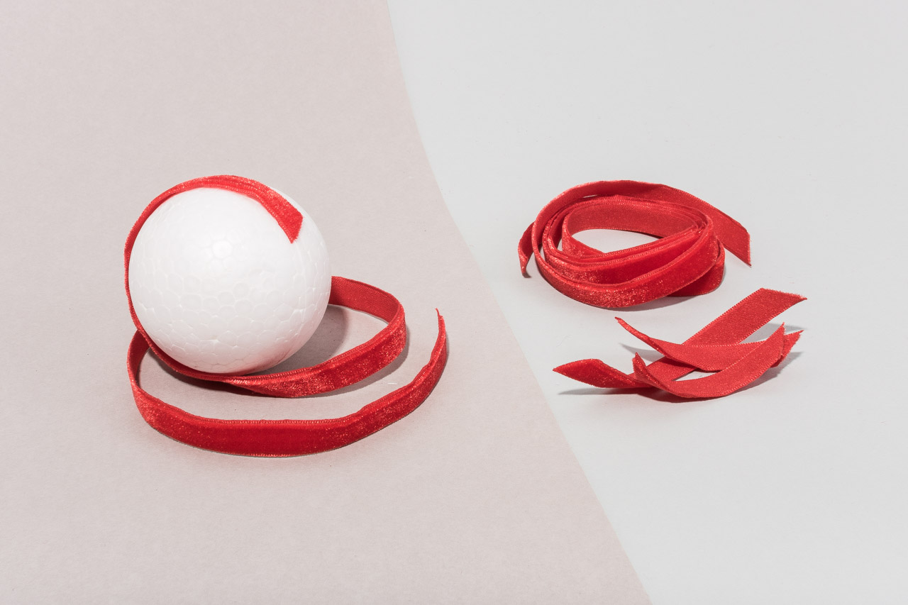 Assembil Blog: Fashion Baubles 2017. Velvet ribbon baubles. Cover baubles with ribbon.