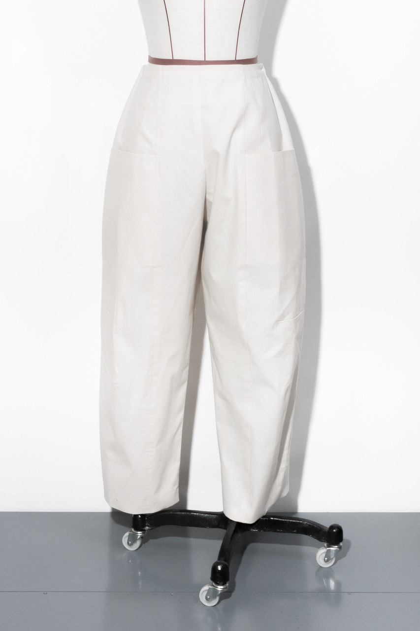 Assembil Blog: Pattern and Toile 1: V8499 Trouser from Vogue Patterns. Toile 1, Image 1.